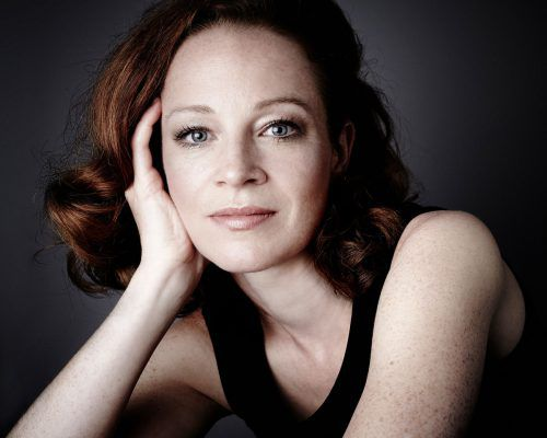 Carolin Widmann spielt mit den renommiertesten Dirigenten und Orchestern in vielen Konzerthäusern der Welt.carolin widmann