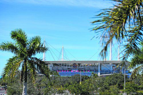 Das Hard Rock Stadium in Miami ist zum sechsten Mal Schauplatz einer Super Bowl.ap