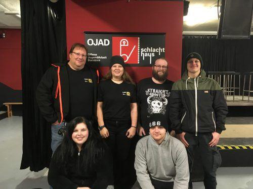 Das Team hinter der Gehörlosendisco im Schlachthaus – Peter (hinten, v.l.), Julia, Tömmy und Julian, vorne: Eva und Timo. erh