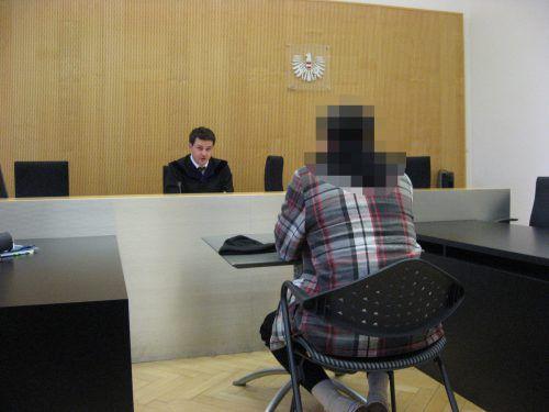 Der Angeklagte kann die verhängte Haftstrafe nicht verstehen. eckert