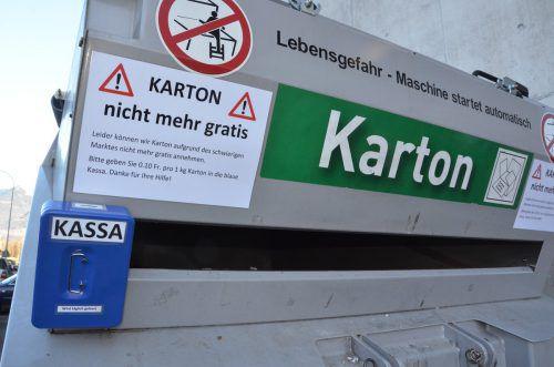"Der Buchser Loacker-Betrieb Eggenberger Recycling appelliert an die Ehrlichkeit der Kundschaft. Bezahlt wird ins ""Kässeli"". K. Rutz"
