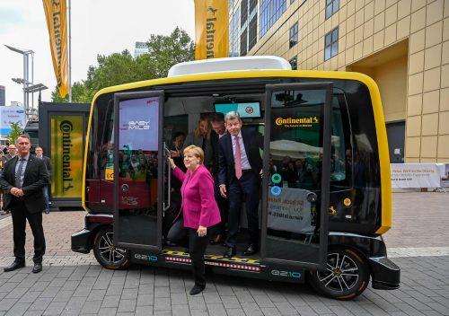 Der Bus ist abgefahren für Frankfurt: Bilder von der letzten IAA-Eröffnung. AFP