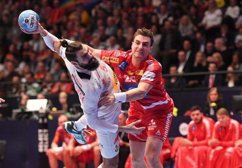 Lukas Herburger (im Duell mit dem Spanier Jorge Maqueda) schont weder Gegner noch sich selbst. GEPA