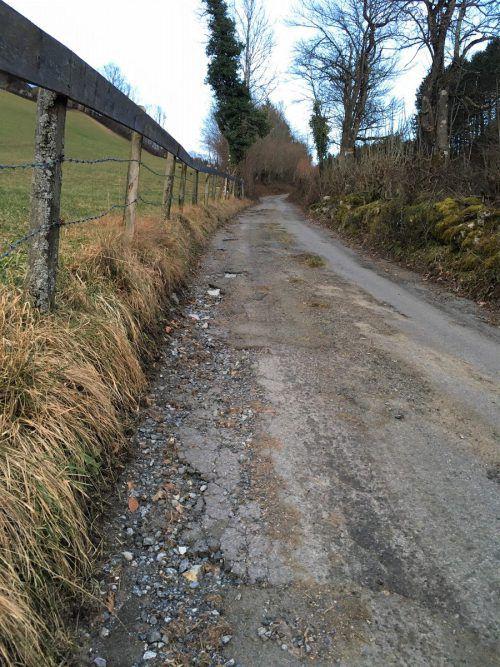 Der Hohlweg in Rungelin weist massive Fahrbahnschäden auf. VN/JS