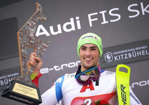 Der Schweizer Daniel Yule wurde nach seinem Sieg beim Slalom in Kitzbühel von seinen Kollegen und Teambetreuern auf Händen getragen und gefeiert. Gepa