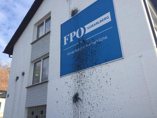 Die Landesgeschäftsstelle der Vorarlberger Freiheitlichen in Bregenz wurde mit Farbbomben verwüstet. vn/gs