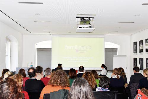 Die Präsentation der Studenten stieß auf reges Interesse.