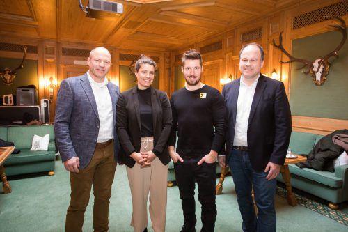 Die Stars des Abends, von links: Marc Girardelli, Katja Wirth, Marcel Hirscher sowie VN-Chefredakteur und Moderator Gerold Riedmann.