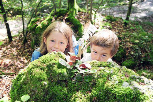 Die Trauertreffs für Kinder finden im Wald statt. Caritas