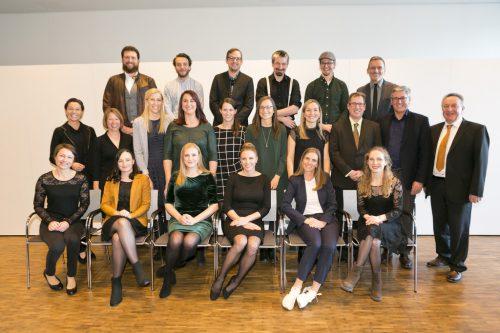 Diplomfeier mit Direktor Guntram Rederer, Landesrätin Martina Rüscher, Lehrgangsleiter Veith Brüggemann und Bürgermeister Wolfgang Matt.KHBG/MATHIS