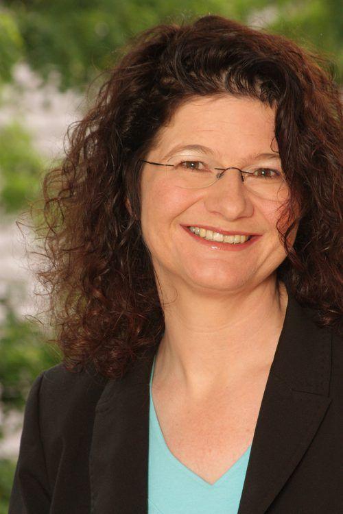 Dr. Maya Götz stellt hilfreiche Wege für Mädchen und Jungs in unserer Medien- und Konsumwelt vor. M Götz