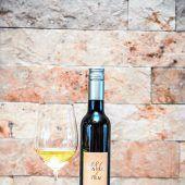 """<p class=""""caption"""">Ein prädikatswein, speziell für den Bregenzerwald gemacht.Beate Rhomberg</p>"""