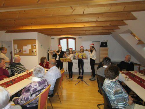 Feierliche Lieder, besinnliche Texte, lustige Gedichte und feines Essen waren Programm für die Weihnachtsfeier.Mobiler Hilfsdienst rankweil