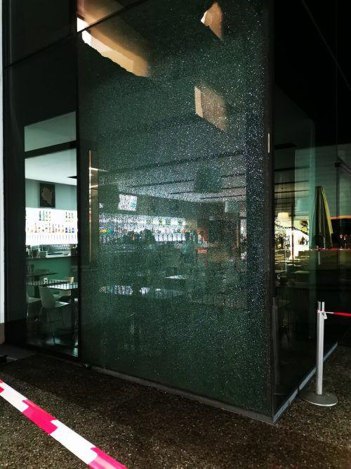 Durch den Zerstörungsakt entstand ein Sachschaden von 10.000 Euro. polizei