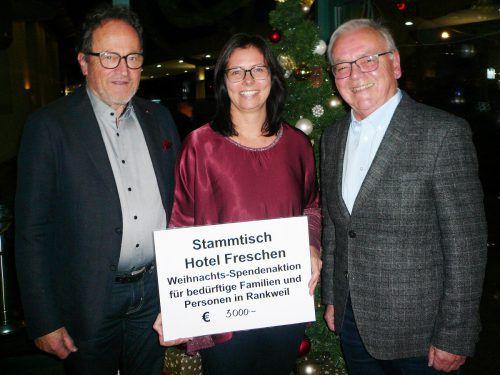 Fröscha-Wirt Walter Herbolzheimer, Bürgermeisterin Katharina Wöß-Krall und Freschenstammtisch-Obmann Paul Frick. Rankweil