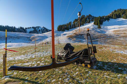 Grün statt Weiß: Auch in Schuttannen stehen die Skilifte noch immer still. VN/Stiplovsek
