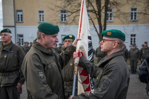 Gunther Hessel (r.) übernahm am Donnerstag das Kommando in Vorarlberg und wurde zum Brigadier befördert. VN/Paulitsch