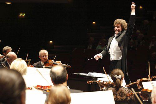 Heiko Mathias Förster dirigierte Beethoven mit eigenem Orchester. Förster