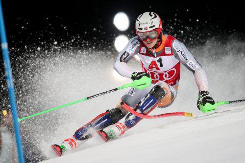 Henrik Kristoffersen war in Schladming nicht zu biegen. Alex Vinatzer staunt bei der Zieldurchfahrt über eine Flitzerin.gepa, APA