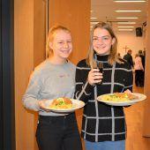"""<p class=""""caption"""">Heuer gab es zum ersten Mal Schnitzel und Kartoffelsalat.</p>"""