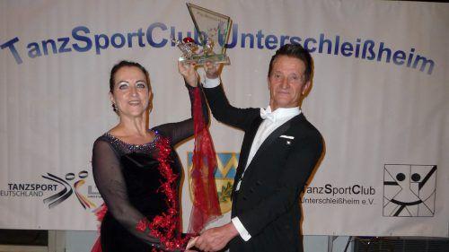 Ingrid und Gerhard Salzgeber setzten mit dem Gewinn des Peter-Richmann-Pokals erneut ein tänzerisches Ausrufezeichen. TSC Bludance