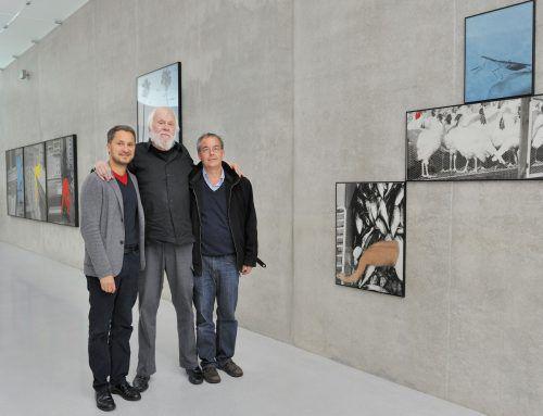 John Baldessari mit Direktor Yilmaz Dziewior und Kurator Rudolf Sagmeister im Kunsthaus Bregenz. kub
