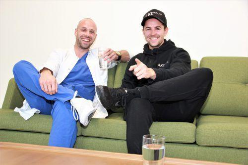 Kennen sich gut mit Biohacking aus. Ein Aspekt ist, genügend Wasser zu trinken. Der Arzt Dominik Klug und der Sportwissenschaftler Julian Kleinheinz. VN/Maier-Ortner