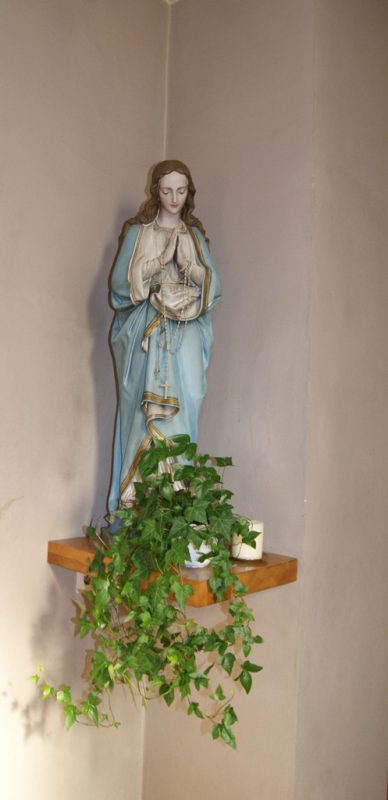 Marienstatue in der Kapelle. bet