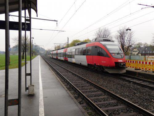 Nach Verlängerung des Bahnsteigs wird Altacher Bahnhof jetzt barrierefrei. mäser