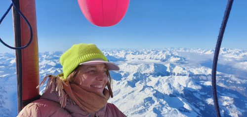 Künstlerin Barbara Anna Husar bei ihrer Alpenquerung mit Ballon. Nussbaumer