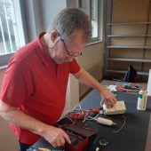 Erste Reparaturen im Götzner Reparaturcafé