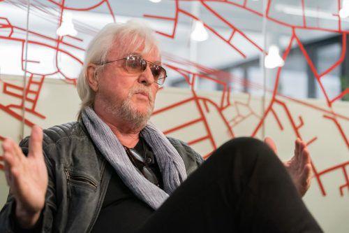 Reinhold Bilgeri feiert den 70. Geburtstag auf der Bühne. Stiplovsek