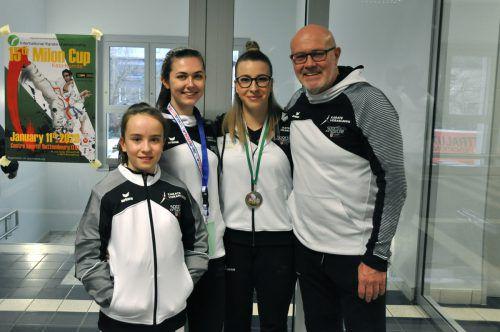 Riana Maly, Jacqueline Berger, Patricia Bahledova und Walter Braitsch vom Karateclub Höchst beim Turnier inBettenbourg (LUX).