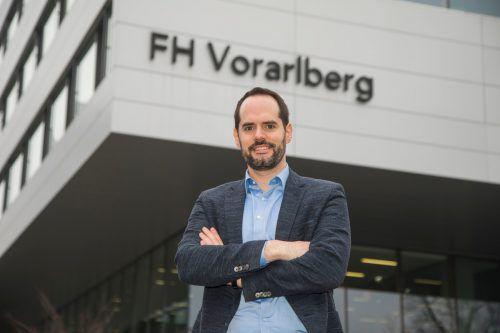 Richard Flax ist startklar für die Jobmesse, die heute an der FHV stattfindet. VN/Paulitsch