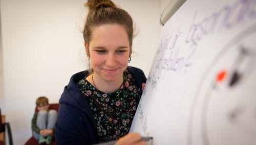 Sara Schild von der Caritas Suchtfachstelle Feldkirch leitet die Trampolingruppe mit viel Verständnis und Professionalität. Caritas