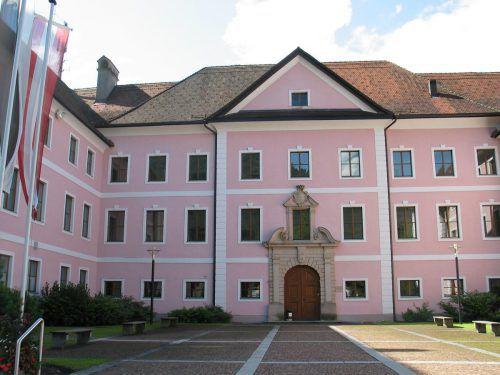 Schloss Gayenhofen ist seit 1963 wieder Amtsgebäude der Bezirkshauptmannschaft Bludenz. mez