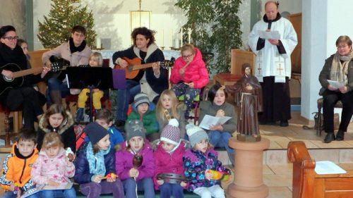 Singen vor der Krippe - © Franziskaner-Kloster Bludenz