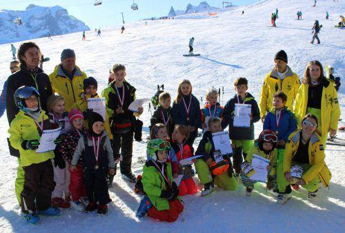 Skikürsler und Trainer freuten sich über den erfolgreichen Kinderskikurs des SV Götzis am Golm. SV Götzis