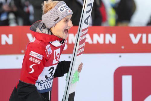 Skispringerin Eva Pinkelnig hatte in Japan allen Grund zum Lachen. Die 31-Jährige konnte alle Bewerbe in Sapporo und Zao gewinnen. gepa