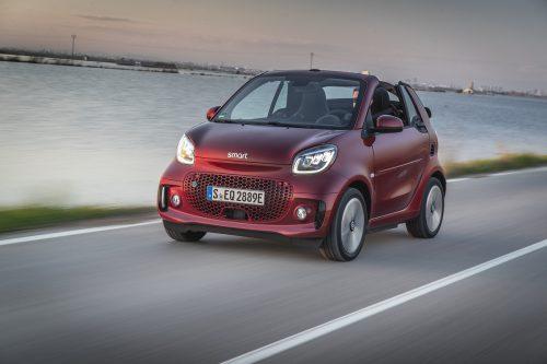 Smart-Palette, auf Stromantrieb umgestellt. Den Fortwo EQ gibt's als Coupé und als Cabrio.werk
