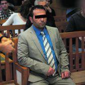 <p>Soner Ö. saß drei Tage vor Gericht. Am Mittwoch folgte das Urteil, das er ruhig und gefasst zur Kenntnis nahm.</p>