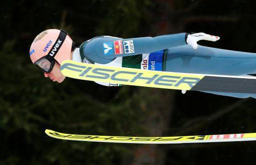 Stefan Kraft machte mit seinem zweiten Platz in Zakopane wieder große Jagd auf den Gesamtführenden Karl Geiger aus Deutschland.reuters