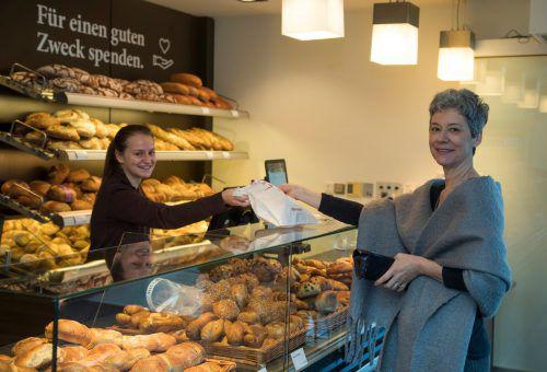 Ulrike Wurzenberger nimmt das Angebot gerne an. Sie kommt täglich, um eine Jause für die Kollegen und auch Brot für sich persönlich zu kaufen. VN/Paulitsch