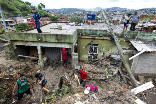 Viele Häuser wurden durch Erdrutsche zerstört. ap