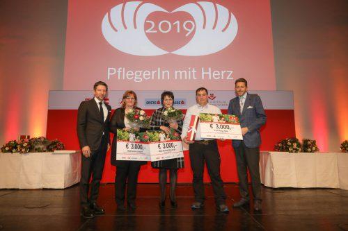 V.l: Erste Bank-Vorstand Thomas Schaufler, Heidi Lampert, Maria Meusburger, Carol Varga Nagy und WKÖ-Präsident Harald Mahrer. Richard Tanzer