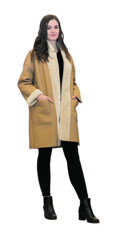 Warm eingepackt             Nicole (20) aus Mäder trägt einen Wendemantel mit Akzenten aus Kunstfell. Gibt's bei C&A (59,90 Euro).               VN/Steurer