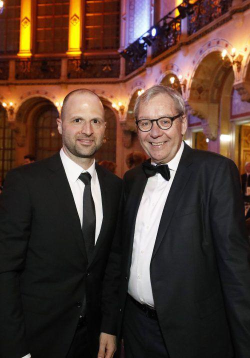 Wirtschaftslandesrat Marco Tittler mit seinem Vorgänger Karlheinz Rüdisser.