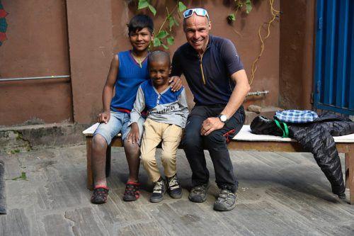 Wolfgang Bartl unterstützt Kinder in Nepal.VN/JS