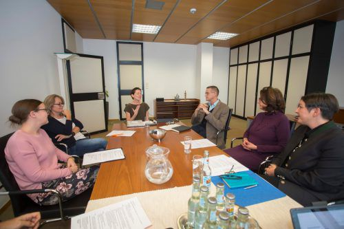 Zum Gespräch mit den Vertreterinnen der Elterninitiative war auch der Vorgänger von Martina Rüscher, Christian Bernhard, eingeladen. VN/Paulitsch