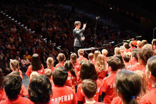 280 Kinder singen am Samstag gemeinsam im Festspielhaus.superar